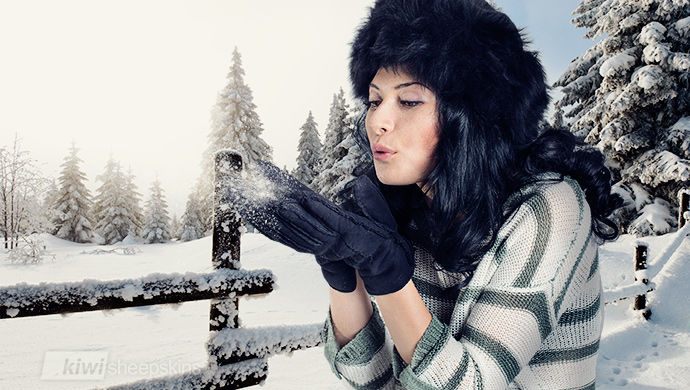 Sheepskin gloves and black Lara hat
