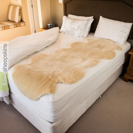 Medical sheepskin bed pelt / underlay