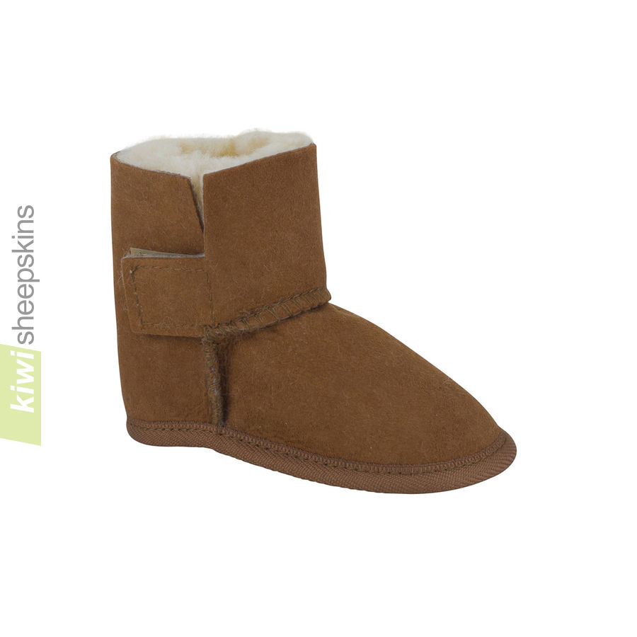 Baby boots in Chestnut color