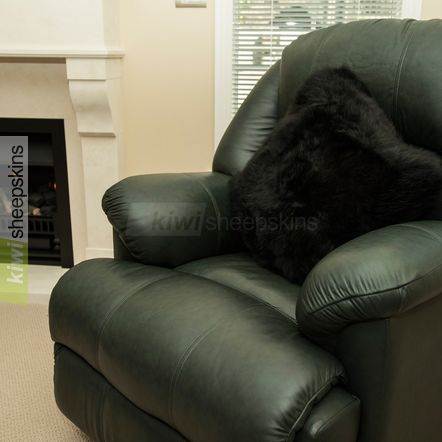 Large sheepskin pillow - Black