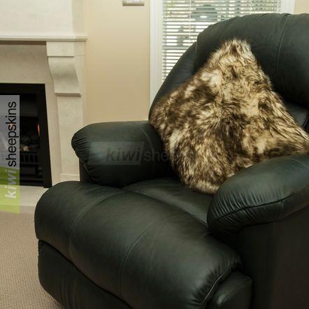 Large sheepskin pillow - Brown Tip