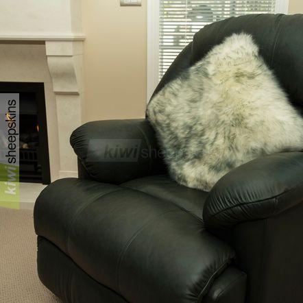 Large sheepskin pillow - Grey Tip