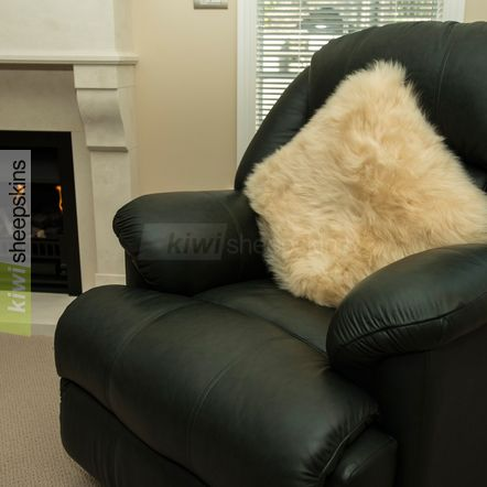 Large sheepskin pillow - Honey