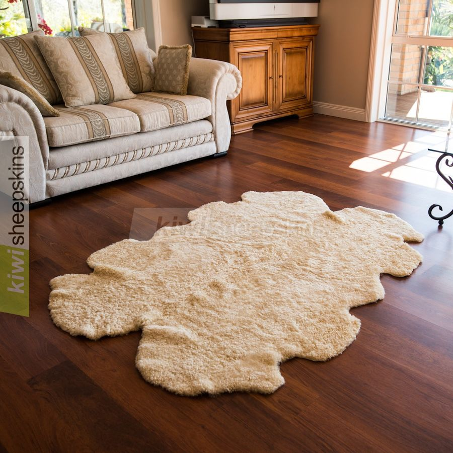 Natural shape curly wool sheepskin rug - Quarto Honey