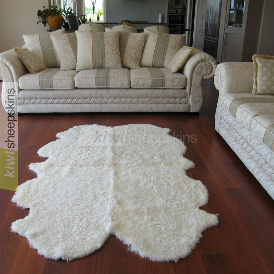 Curly wool Quarto natural pelt shape - White color